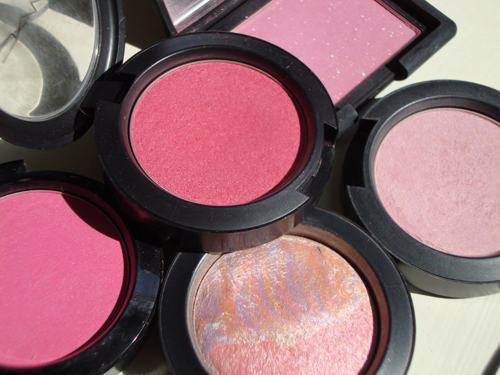 basic makeup items every women should have girls 39 secret. Black Bedroom Furniture Sets. Home Design Ideas